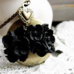 sautoir medaillon fleurs