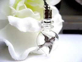 collier sautoir bouteille parfu, silver