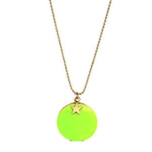 sautoir medaillon fluo vert