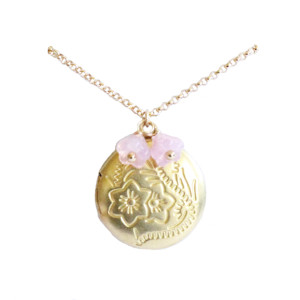 collier médaillon rose